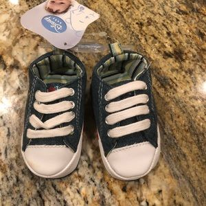 Winnie the Poo Infant Sneakers - Size 1 (NWT)